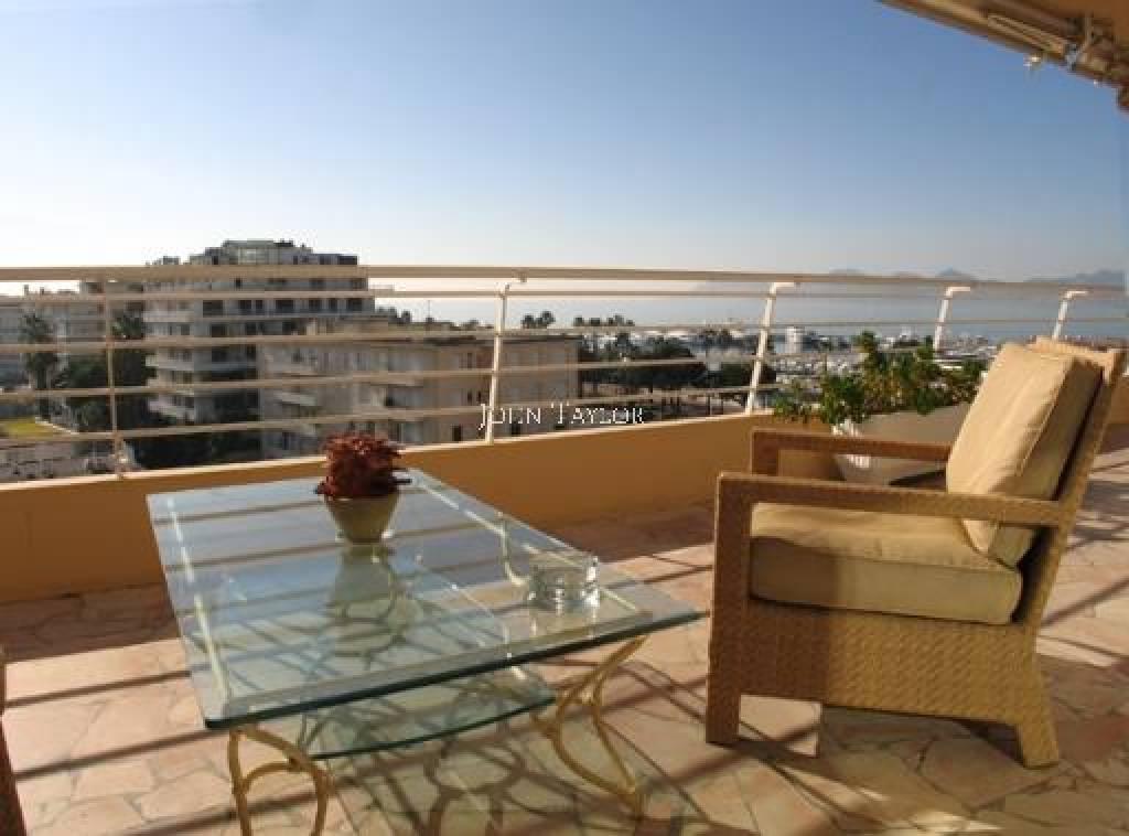 annonce location saisonni re appartement cannes port canto 06400 6 couchages 160 m john. Black Bedroom Furniture Sets. Home Design Ideas