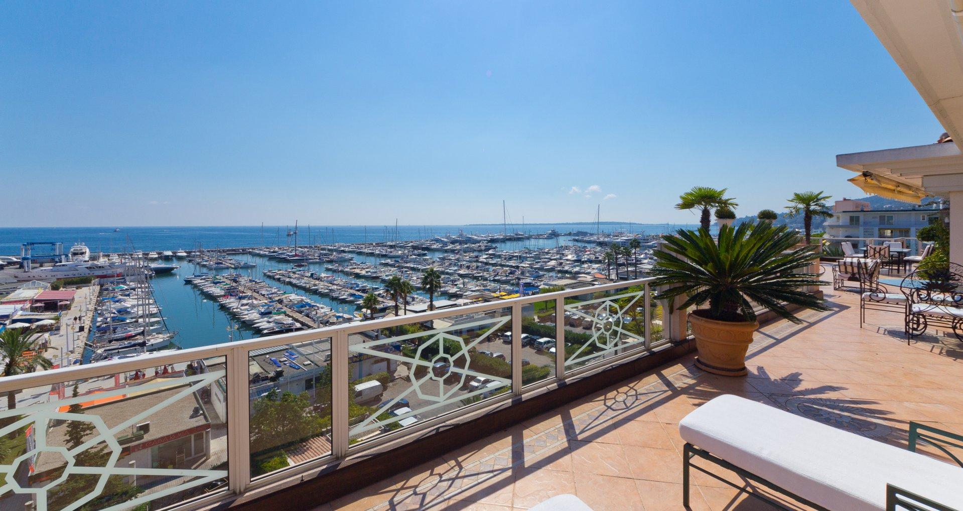 annonce vente villa sur toit golfe juan 06220 8 pi ces. Black Bedroom Furniture Sets. Home Design Ideas